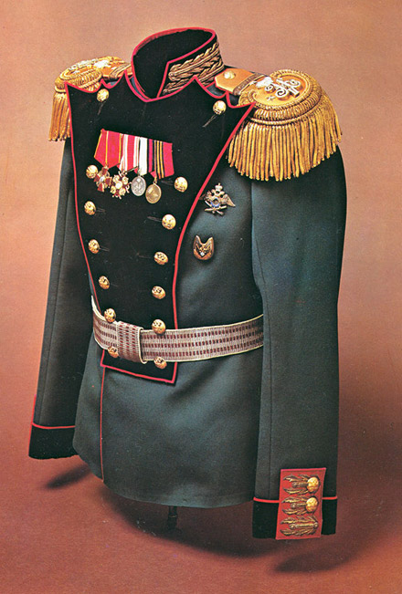 John Mollo - Military Fashion - Russian Officers Tunic